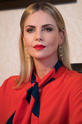 330px-Charlize-theron-IMG_6045